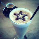Un star latte macchiatto et un café Blasco