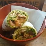Wrap mit Guacamole und Hühnchen
