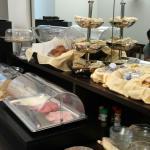 Buffet de desayuno.