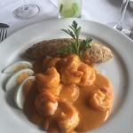Picante de camarones con tacu tacu de coco