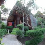 Unser Lumbung im gepflegten Garten, 20 Meter zum Strand