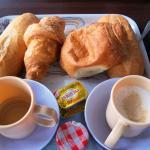 Breakfast tray. 4 rolls, 2 coffee cups