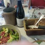 La saucisse à l'huile, la terrine maison et la salade fermière