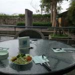 戶外用餐區, 還不錯, 不過因為附近農田有種菜吧! 所以很多蒼蠅!
