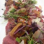 Carpaccio de boeuf,foie gras poêlé,vinaigrette truffée