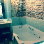"""Baño habitación 5, espléndido jacuzzi """"biplaza"""""""