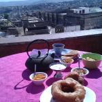 petit déjeuner sur la terrasse : aussi bon qu'est belle la vue !
