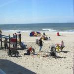 Direct op het strand met speeltoestellen voor de kinderen