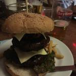 Bravo Mega Burger