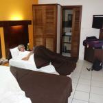 Hotellrummet + toa/dusch längst ner på bild.