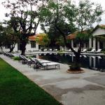 Swimming-Pool & Gardens