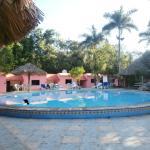 Vista della piscina e delle camere