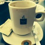 Café veio com adesivo do Brasil. Delicadeza.