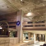 飯店大廳有wifi.地下室有溫泉(到晚上12點),就在琵琶湖邊,還算蠻悠靜,房間很大間