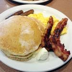 Denny's  |  2008 N Mulberry St, Elizabethtown, KY 42701-2053