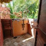 Beachfront cabana - outdoor shower