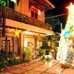 Villa Romana courtyard at Christmas