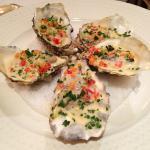 Entrée : huîtres pochées & farcies, façon Claude Darroze
