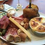 fromage rôti charcuterie et pomme au four hum!
