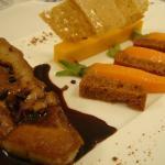 Foie Gras Poêlé pain d'épices, carottes de 2 façons et sauce au chocolat
