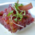 Tuna tartare in ajoblanco