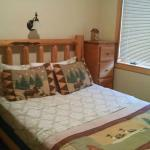 spare bedroom with double/queen bed