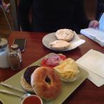 Bagel queso + bagel falafel