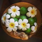 Citron vert, gingembre et fleur de tiaré