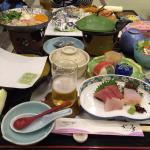 社員旅行の晩ご飯(^_^) 緑色の下はアワビです☆