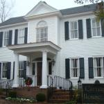 Front of Carriage House Inn