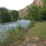 la pileta esta a 50 metros del rio, hermoso!!!