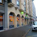 Vue de la façade et rue de Paris