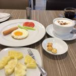 Breakfast, minus that cappucino there on the right!