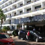Front entrance to hotel