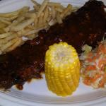 Bbq ribs, cole slaw and fries, yummi!