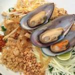 Pad Thai restaurant and Thai fusion cuisine. เรารักผัดไทย และภูมิใจที่เกิดบนแผ่นดินไทย เราอยากส่