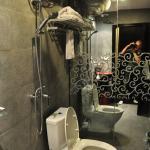 La douche au dessus des WC : 2 fonctions en 1