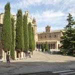 Вот и монастырь и площадь Пласа-дель-Консилио-де-Тренто прямо перед носом