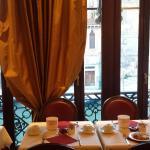 Bella pure la sala colazioni con vista sul canale