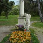 共同墓地にあるモーツァルトの記念碑