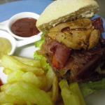 hamburguesa de buey con foie , jamon iberico y .......