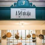Üzlet - our restaurant on the 1st floor of the market