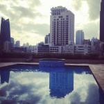 piscine et vue sur la ville