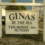 Foto van Gina's By The Sea