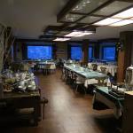 sala pronta per una abbondante colazione da sciatori