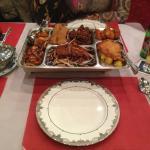 Das Menü D3 mit Ente, Spanferkel, Rinfleisch, Hummerkrabben,  Satespiessen, Reis und Süssauer-Sa
