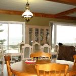 Salle à manger permettant de prendre votre petit-déjeuner avec cette belle vue.