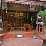 Restaurante da pousada, entrada lateral pelo beco.