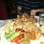 Mix di carne e altre specialità locali