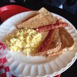 2-2-2 - 2 eggs, 2 bacon, 2 Toast